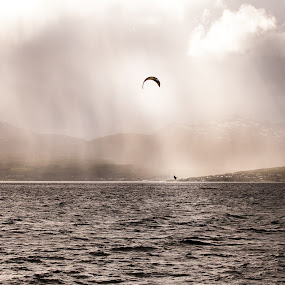 Sea kiting by Jan kåre Paulsen - Landscapes Weather
