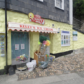 Kelly's Ice Cream Shop Mevagissey by Angie Keverne - Novices Only Street & Candid ( shop, mevagissey, ice cream, town, cornwall )