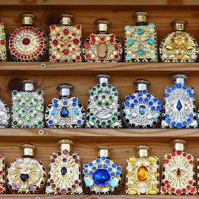 by Gabrielle Phillips - Artistic Objects Glass ( scent bottles, jewelled bottles, perfume, ornaments )