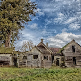 1856 Anne McKee home by Debbie Slocum Lockwood - Buildings & Architecture Decaying & Abandoned