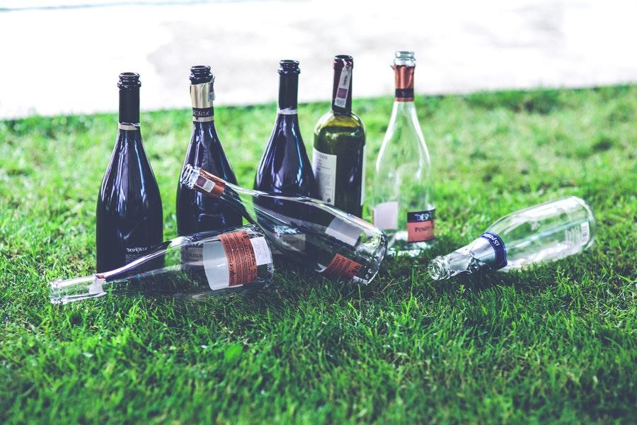 Vidrou ou plástico - Vidro: reciclável x reciclado