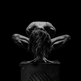 nudeart on the cube by Reto Heiz - Nudes & Boudoir Artistic Nude ( studio, art, lowkey, nude, black and white, nudeart )