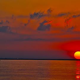 Sunrise by Lazarescu Mihai - Landscapes Waterscapes ( water, ded, seascapes, summer, hot, sea, sunrise, sun )