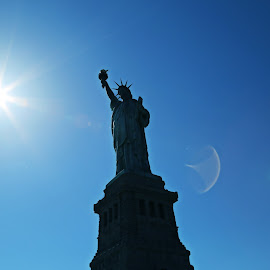 Statue of Liberty by Tiyasa Chatterjee - Buildings & Architecture Statues & Monuments