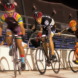 Dropping into the track by Julio Hernandez - Sports & Fitness Cycling ( parrallax, roadie, fixiefoo, track, encino velodrome, cinelli )