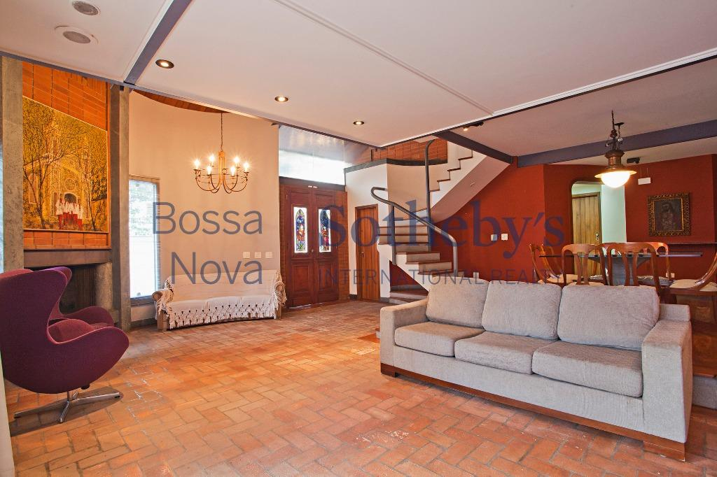 Moderna residência, projeto do Arquiteto Luis F de Luccia.
