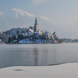 Zimsko jutro by Bojan Kolman - Buildings & Architecture Public & Historical