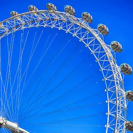 The London Eye by Juvi Mar Ancheta - Landscapes Travel ( uk tour, london eye, wheels, play, united kingdon travel, photoshoot, travel, landscape, tour )