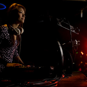 FDj Winda On Stage by Ryan Alamanda - People Portraits of Women