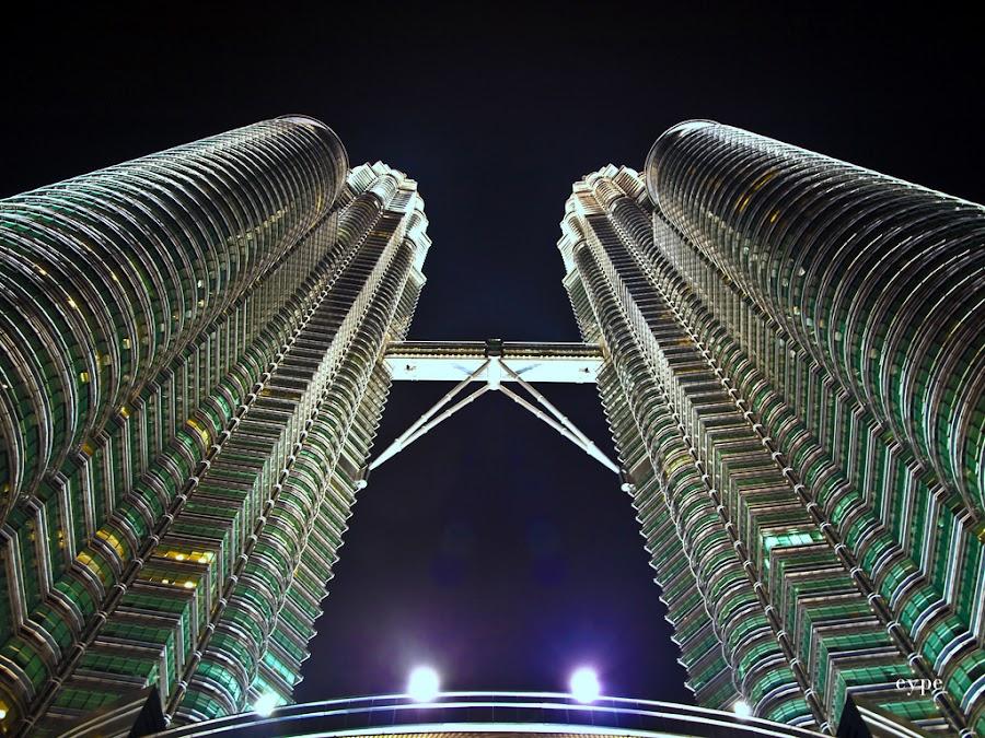 Petronas by Yipe Tangonan - Buildings & Architecture Office Buildings & Hotels ( pwclandmarks, petronas, buildings, malaysia )