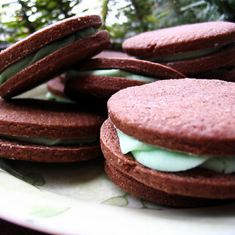 Chocolate Sandwich Cookies with Peppermint Filling