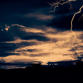 lightning by Agim Sherifi - Instagram & Mobile Android
