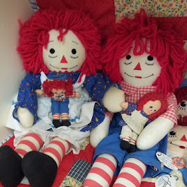 Raggedy Andy and His Family by Anne Johnson - Artistic Objects Toys ( raggedy andy, dolls, cloth dolls, toys, raggedy ann )