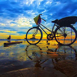 Early morning by Do AmateurPic - Transportation Bicycles ( bike, dawn, sea, vietnam, sunrise, amateurpic )