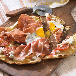 Breakfast Flatbread with Prosciutto and Tomato