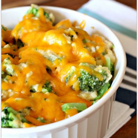 Slow Cooker Cheesy Chicken, Broccoli and Rice Casserole