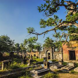 JAFRAGUNJ CEMETARY- GRAVEYARD FOR MIRJAFAR'S FAMILY by Arijit Banerjee - City,  Street & Park  Cemeteries
