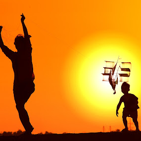 Sunset Happy Kite by Alit  Apriyana - People Family