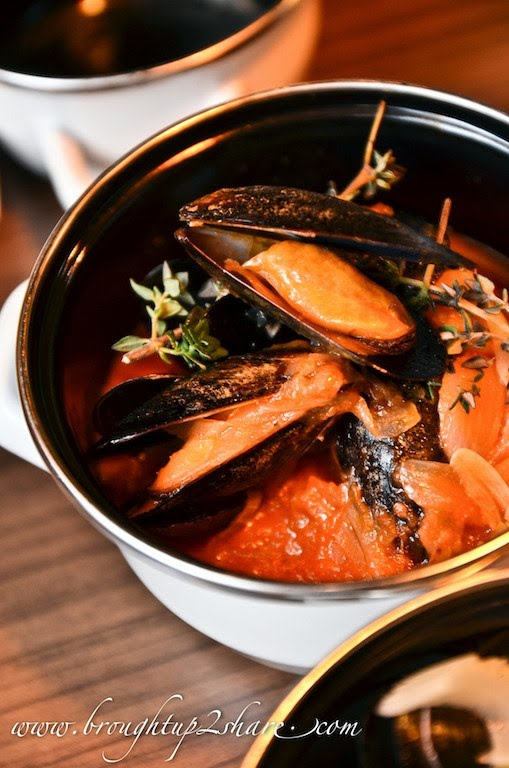Provencales: Mussels cooked with tomatoes, herbs & garlic ...