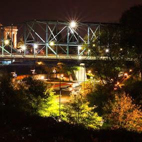 Walnut St bridge with telephoto lens, got it by accident by Bob Zendejas - Buildings & Architecture Bridges & Suspended Structures