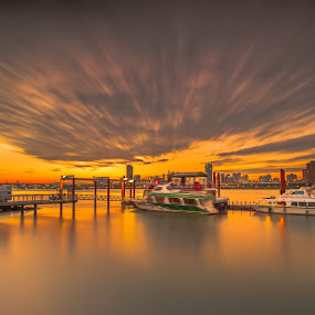 飛奔的夕陽,傾心相遇,溫暖相陪 by Gary Lu - Landscapes Cloud Formations ( clound formations )
