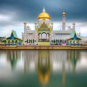 The lagoon of SOAS Mosque by Mohamad Sa'at Haji Mokim - City,  Street & Park  Historic Districts ( water, building, lagoon, mosque, worship )