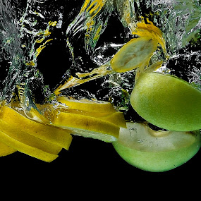 Sliced ​​lemons and apples in water by Nikola  Pejcic - Food & Drink Fruits & Vegetables ( water, lemons, green, food, sliced, apples, yellow )