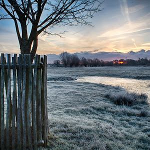 Frosty Sunrise on Path to Godington.jpg