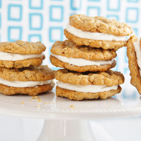 Oatmeal Cream Pie Cookies with Browned Butter Frosting