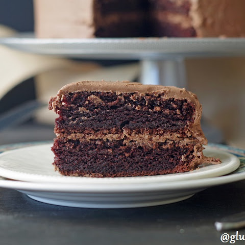Easy Gluten-Free Chocolate Cake (11 Ingredients)