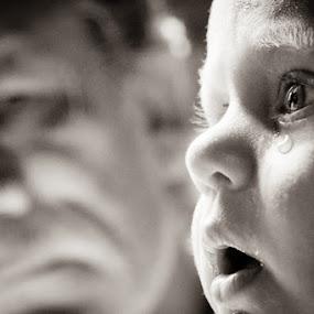 don't cry... by Alex Zagorskij - Babies & Children Children Candids