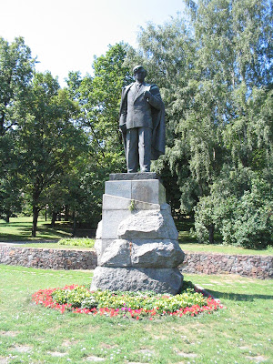 Monument to Petras Cvirka in Vilnius (sculptor J. Mikėnas, architect V. Mikuchyanis)