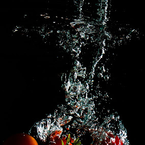 Tomates by Adriano Freire - Food & Drink Fruits & Vegetables ( water, mergulho, red, splash, tomates )