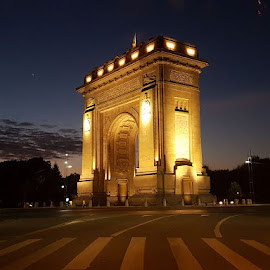 Arc de Triumf by Marius Aripel - Buildings & Architecture Statues & Monuments