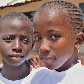 School friends by Tomasz Budziak - Babies & Children Child Portraits ( friends, children, child portrait, africa, portraits )