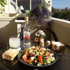 a lovely homemade Greek salad for lunch. by Daniele Gunnarsson-Pokkias - Food & Drink Fruits & Vegetables