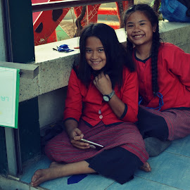 Thai princesses by Kateřina Pejšová - People Street & Candids ( school, street, thailand, girls, smile )