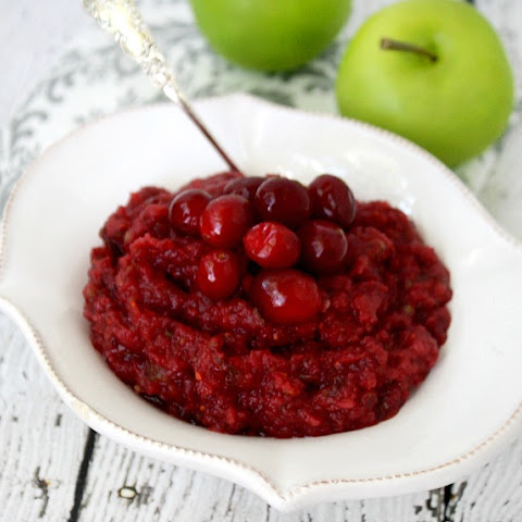 Clean Eating Cranberry Sauce (Raw, Vegan, Gluten-Free, Dairy-Free, Paleo-Friendly, No Refined Sugars)