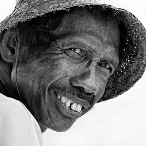 by Lay Sulaiman - Black & White Portraits & People (  )