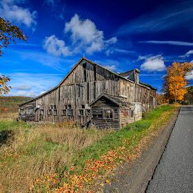 5D3_5481 old barn.jpg
