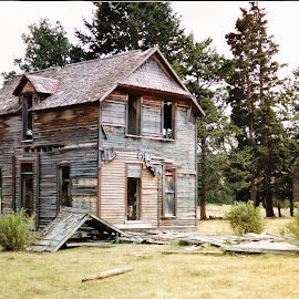 Abandoned Home by James Oviatt - Buildings & Architecture Decaying & Abandoned