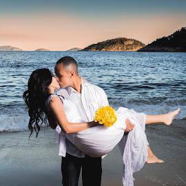 Trash the Dress by Emidio Matos Mercante - Wedding Bride & Groom ( praia, urca, rio de janeiro, wedding, dress, matos, emidio, photographer, trash, couple, beach, the, vermelha, photography, brasil )
