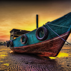 The boat was leaning by Deny Putra - Transportation Boats ( hdr, boats, landscape, boat )