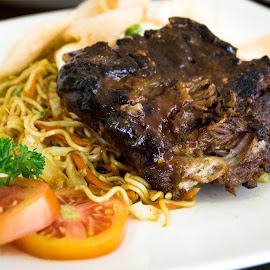 Ribs by Varok Saurfang - Food & Drink Plated Food ( dine, ribs, noodles, pork, plate, tomatoes )