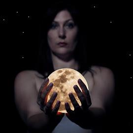 Eclipse of my heart by Heinrich Kirstein - Digital Art Abstract ( moon, dark )