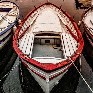 red boat.jpg