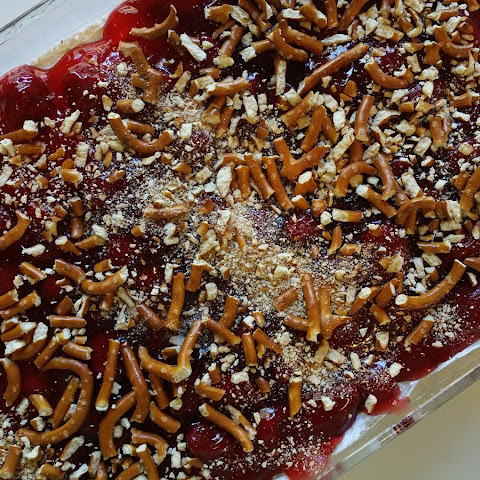 Super Easy Strawberry Pretzel Dessert