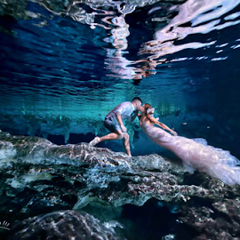cenote world by Pierre Violle - Wedding Bride & Groom ( rivirera maya, cenote, cancun, underwater, tulum, trash the dress )