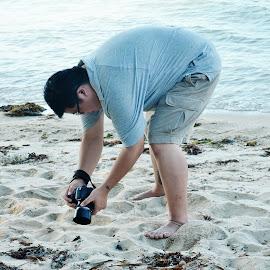 Taking macro shoot by Kingkong Pang - People Street & Candids ( macro, sandy beach, focus, photographer, hands at work,  )