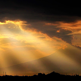 Storm is coming by Cristobal Garciaferro Rubio - Landscapes Cloud Formations ( cholula, popo, mexico, puebla, popocatepetl, sun rays, sun )